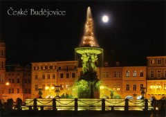 Pohlednice Č. Budějovice 04 kašna noc Binder